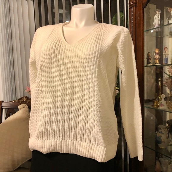 Calvin Klein Jeans NWOT Sweater V neck long sleeve